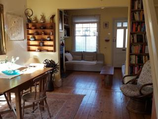 Charming SW London cottage sleeps 4 - Hampton vacation rentals