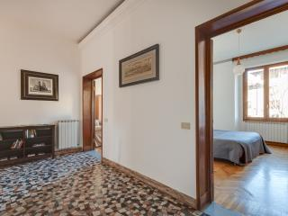 Florence Central 2 bedroom apartment with garage - Florence vacation rentals