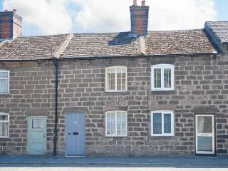 BOBBIN COTTAGE, Grade II listed, terraced, king-size bedroom, in Cromford, Ref 923214 - Cromford vacation rentals