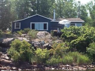 Nice Cottage with Internet Access and Dishwasher - Honey Harbour vacation rentals
