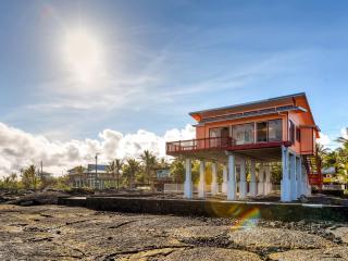 2BR Oceanfront Kapoho House by WaiOpae Tidepools - Kapoho vacation rentals