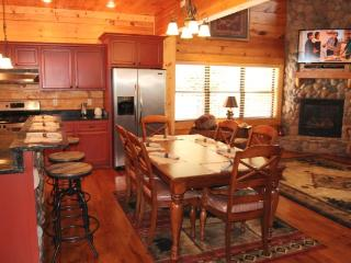 Hillbilly Hotel  3 BR, Luxury Log cabin - Pigeon Forge vacation rentals
