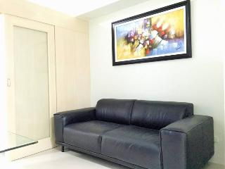 New & Cozy 1 BR Makati w/ Pool (B) - Makati vacation rentals
