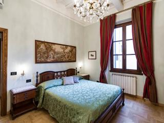 Duomo luxury Apartment, Elevator+WiFi (N. 2) - Florence vacation rentals