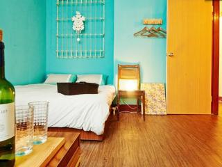 Jia HOUSE - Studio (Double Bed) 3 mins to MRT - Taipei vacation rentals