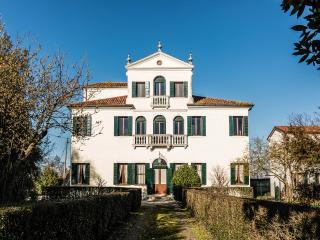 Cozy 3 bedroom Mirano Villa with Microwave - Mirano vacation rentals
