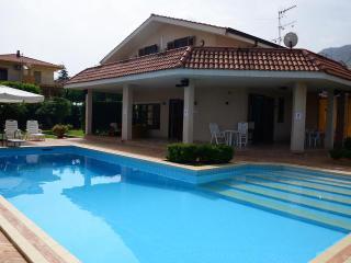 Villa con piscina privata OFFERTA APRILE EMAGGIO - Altavilla Milicia vacation rentals