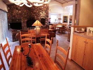 Beautiful 4 bed, 4 bath penthouse walking distance to Canyon Lodge. - Mammoth Lakes vacation rentals