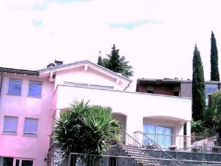 Villa bifamiliare, Appartamen80 mq,150 mt dal lago - Torbole Sul Garda vacation rentals