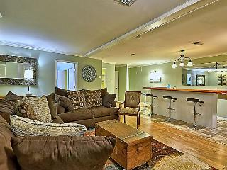 Fun-Loving Chaparral Street Apartment for 8 - World vacation rentals