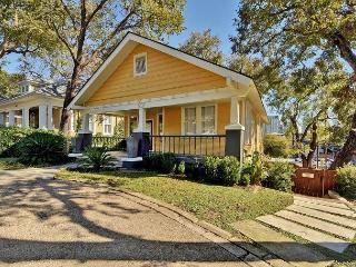 2BR/1BA Modern, Plush Downtown Austin Luxury Home –Walk to 6th Street - World vacation rentals