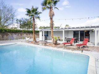 Bright Alexander with Pool, Palm Springs - World vacation rentals