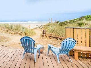 Updated Luxury with Private Oceanfront Deck! - Neskowin vacation rentals