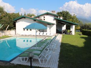 HUGE VILLA BY THE LAKE GARDA.Sleeps 21 PRVATE POOL - San Felice del Benaco vacation rentals