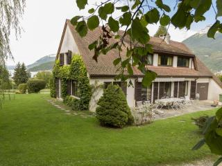 DUINGT - Chateau - Family HOUSE - Duingt vacation rentals