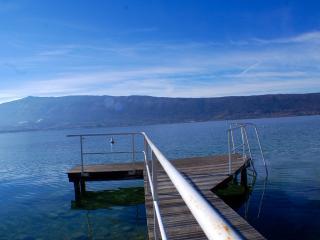 VEYRIER - Maison avec accès direct au lac & Ponton - Menthon-Saint-Bernard vacation rentals
