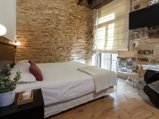 Lovely studio in the Old town-behing Picasso museu - Barcelona vacation rentals