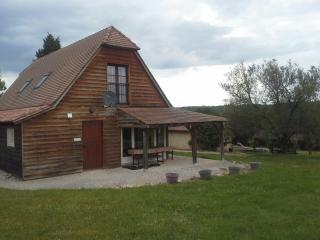 Beautiful Gite with Internet Access and Shared Outdoor Pool - Mauzac-et-Grand-Castang vacation rentals