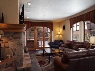 Walk to the ski lift & Main St. w/ private hot tub - Park City vacation rentals