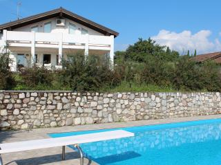 Spacious 7 bedroom Villa in San Felice del Benaco - San Felice del Benaco vacation rentals