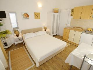 Beautiful Biograd na Moru Studio rental with Television - Biograd na Moru vacation rentals
