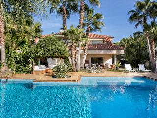 VILLA ANNA CLOSE TO BEACHES AND GOLF - Sitges vacation rentals