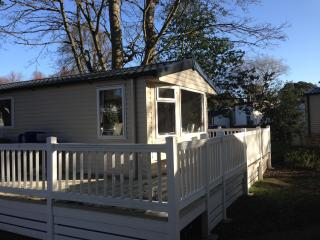 Comfortable Caravan/mobile home with Deck and Internet Access - Mudeford vacation rentals