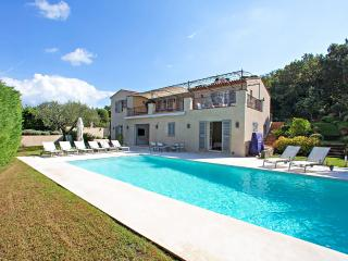 Bright Villa with Internet Access and DVD Player - Saint-Tropez vacation rentals