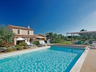 Lovely Villa with DVD Player and Fireplace - Les Baux de Provence vacation rentals