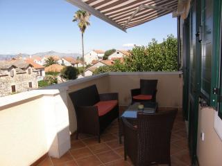 Nice 4 bedroom Apartment in Supetar - Supetar vacation rentals