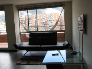 Near Unicentro. 3 Bed, 2 Bath. Balcony, Pool, Gym. - Bogota vacation rentals