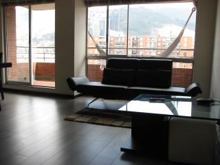 Near Unicentro. 3 Bed, 2 Bath. Balcony, Pool, Gym. - Bogota vacation rentals