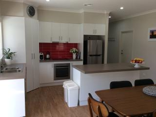 Nice Townhouse with Dishwasher and A/C - Swan Hill vacation rentals