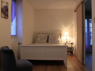 Lavender Suite @ Douceur de Vivre Canal du Centre - Dennevy vacation rentals
