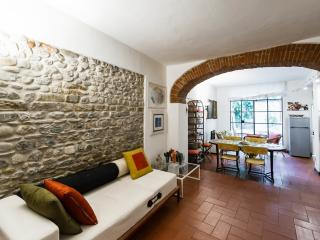 ALLEGRI: a LOFT with a  GARDEN in St.Croce - Florence vacation rentals