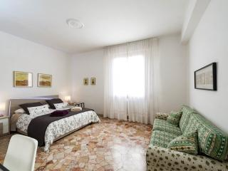Cozy apt, Free Parking & WiFi - Florence vacation rentals