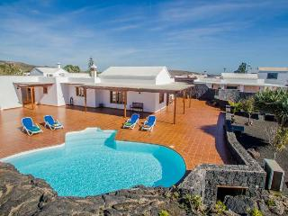 3 bedroom Villa with Internet Access in El Islote - El Islote vacation rentals
