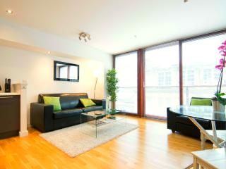 1 bedroom Apartment with Internet Access in Glasgow - Glasgow vacation rentals