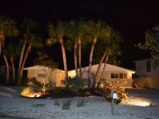 800 Steps To The Crystal Sands Of Siesta Key Beach - Siesta Key vacation rentals