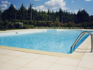 Nice Villa with Shared Outdoor Pool and Television - Mouries vacation rentals