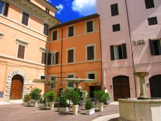 Terrazza Fontana/LUXURY/Sleeps 4/Car Unnecessary - Spoleto vacation rentals