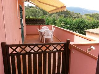 ISOLA D'ELBA Bilocale LUCRY-1 sul mare - Procchio vacation rentals