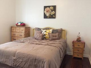 Cozy Stone Castle 12 Mins To CWRU/Cleveland Clinic - Cleveland vacation rentals