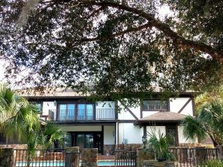 7665 Sq Ft Retreat Home with Indoor Basketball Cou - Haines City vacation rentals