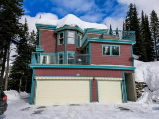 Spacious Ski in-Ski out 1 Bedroom Suite W Hot tub - Silver Star Mountain vacation rentals