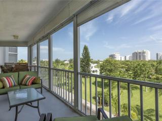 Marina Towers 304, 2 Bedrooms, Bay Front, Elevator, Heated Pool, Sleeps 4 - Fort Myers Beach vacation rentals