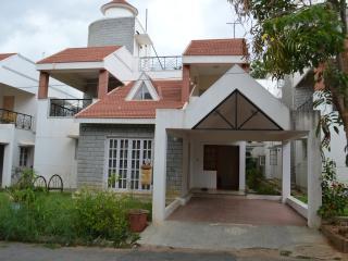 Bright 4 bedroom Bangalore Villa with Internet Access - Bangalore vacation rentals