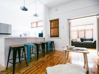 Iluka - Light, bright Art Deco beach apartment - Glenelg vacation rentals