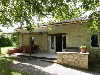 2 Bedroom Cottage in Dordogne - Lot et Garonne - Monflanquin vacation rentals