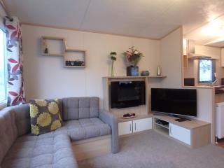 3 Bedroom Caravan South West Cornwall sleeps 6/8 - Par vacation rentals